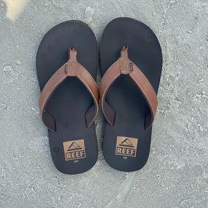 Like NEW! Reef Leather Flip Flops, Big Boys 4/5.
